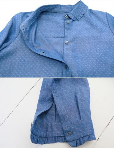 patron de couture Chemise Liseron dans une viscose bleu jean Cousette, focus sur les finitions de poignet, de col et d'empiècement dos