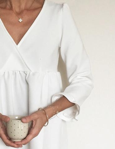 Modèle Eugenie version robe porté par la fameuse Eugeniiiiiie, dans un tissu blanc avec froufrous aux poignets