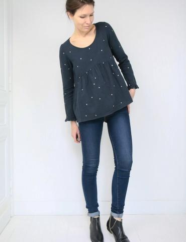 patron de couture Blouse Virevolte en double gaze stardust Atelier Brunette, version blouse manches longues, vue en pied de face