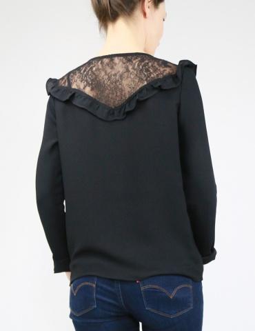 patron de couture Blouse Vertige réalisée dans un crêpe noir avec empiècement en dentelle, vue de dos