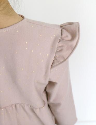 patron de couture Robe Bouton d'or manches longues en sweat Twinkle rose Atelier Brunette, focus sur le mancheron froncé de l'épaule