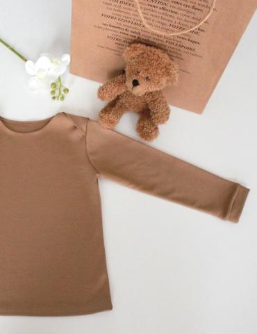 patron de couture T-shirt James réalisé dans un jersey marron clair, vue à plat