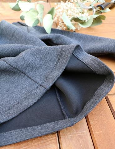 patron de couture T-shirt James réalisé dans un jersey gris chiné, vue à plat focus sur l'intérieur