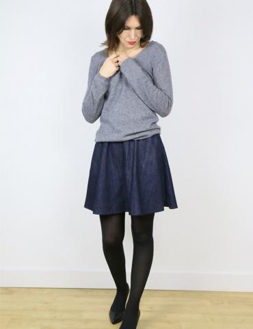 Jupe Bonjour réalisée dans un coton jean, vue de face portrait américain