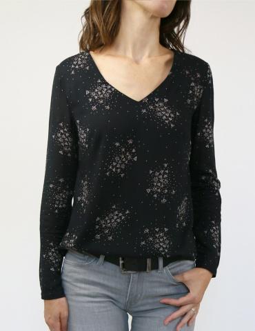 patron de couture Blouse Be Pretty réalisée dans le tissu Lilli de chez Atelier Brunette, vue de face portrait américain