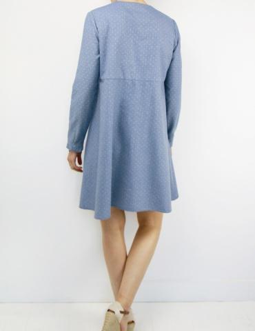 patron de couture Robe Zéphir réalisée dans un chambray bleu jean, vue de dos