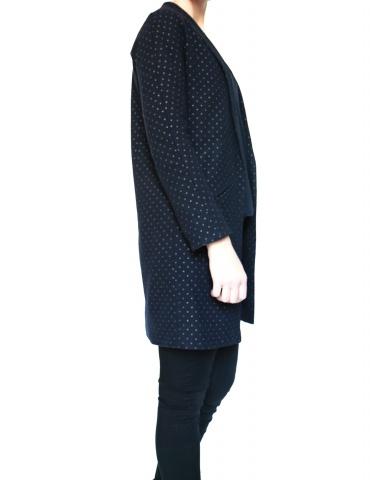 patron de couture Manteau France Duval Stalla réalisé dans un lainage bleu marine à pois dorés de la même marque, vue de profil