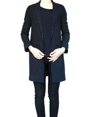 patron de couture Manteau France Duval Stalla réalisé dans un lainage bleu marine à pois dorés de la même marque, vue de face
