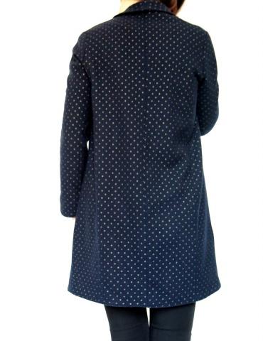 patron de couture Manteau France Duval Stalla réalisé dans un lainage bleu marine à pois dorés de la même marque, vue de dos