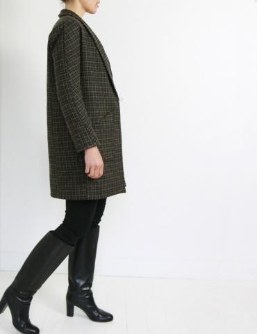 patron de couture Manteau France Duval Stalla réalisé dans un lainage épais Anna Ka Bazaar, vue de profil