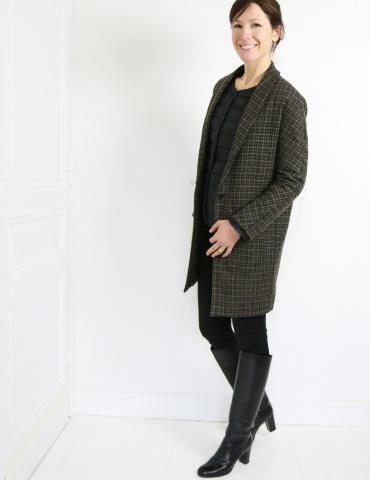 patron de couture Manteau France Duval Stalla réalisé dans un lainage épais Anna Ka Bazaar, vue de 3/4 face