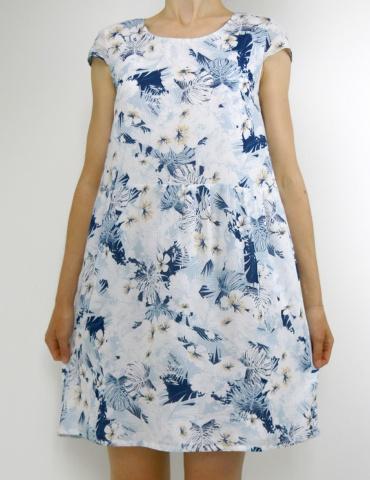 patron de couture Barcelona en version robe, réalisé dans un tissu fleuri dans les tons bleus, vue de face