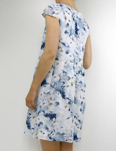patron de couture Barcelona en version robe, réalisé dans un tissu fleuri dans les tons bleus, vue de 3/4 dos