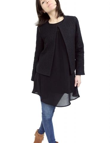 patron de couture Veste Claudie réalisée sans clo Claudine dans un lainage noir, vue de face 3/4