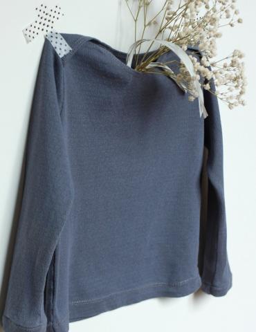 patron de couture T-shirt James réalisé dans le jersey ajouré encre de chez France Duval Stalla, vue de profil non porté