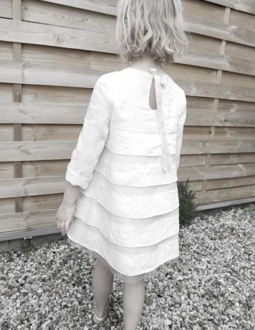 Robe Petite Fée réalisée dans dans un lin plumetis blanc France Duval Stalla, vue de dos