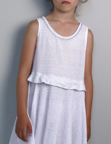 patron de couture Robe Petite Lune réalisée dans un léger jacquard blanc, vue de face